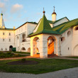 Sunny enter in bishop's Chambers of Suzdal Kremlin. — Stock Photo