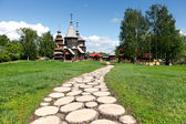 Wooden footpath to old Russian wooden churches in Suzdal. — Stock Photo