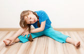 Girl stretching the muscles — Stock Photo