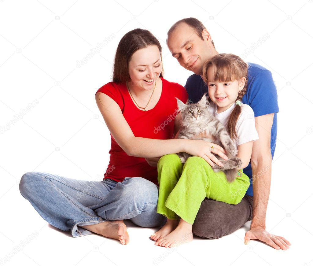 Happy young family; mother, father, their daughter and a cat isolated against white background (focus on the child) — Stock Photo #5832696
