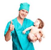 Cirujano con un bebé — Foto de Stock