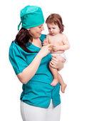 Chirurg met een baby — Stockfoto