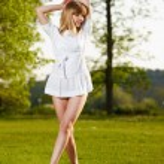 Beautiful blond girl posing — Stock Photo