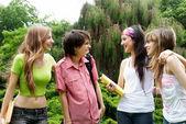 Mutlu genç öğrenci park — Stok fotoğraf