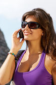 Portrait of the girl in sunglasses and mobile phone — Foto Stock