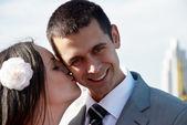 うっとり新婚カップル — ストック写真