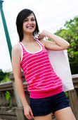 Beautiful teenager with a shopping bag — Foto Stock