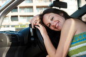 The happy woman in just bought car — Stockfoto
