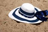 Il cappello della spiaggia in sabbia — Foto Stock