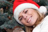 圣诞老人红章的美丽女孩 — 图库照片