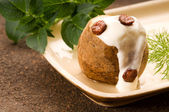 Baked potato with sour cream, greaves and fresh dill — Stock Photo
