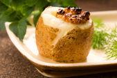 Ekşi krema, tahıl dijon hardal ve otlar ile fırında patates — Stok fotoğraf