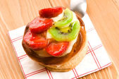 French cake with fresh fruits — Stok fotoğraf