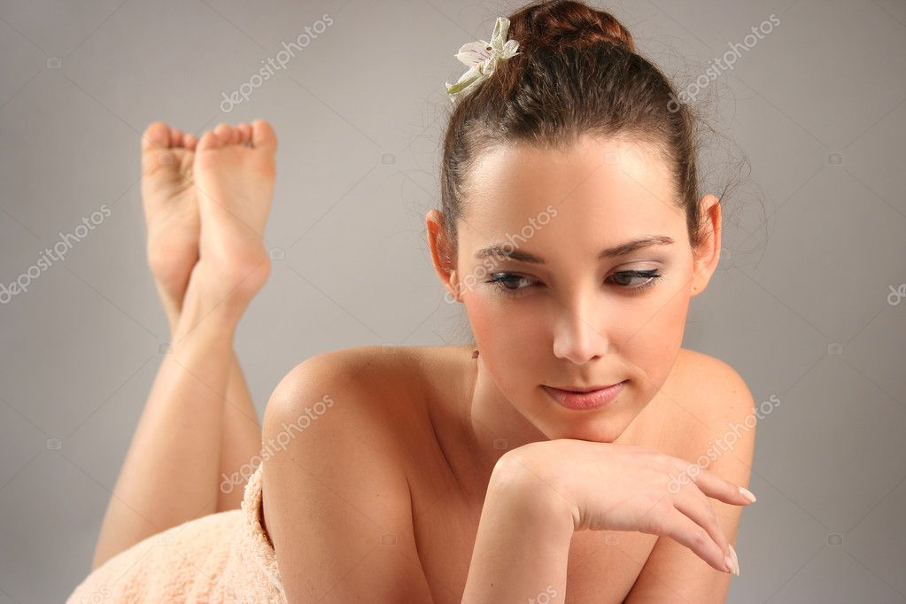 Beautiful young woman in spa — Stock Photo #5879941