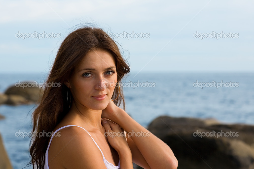 Beautiful young sexy brunette woman at the sea. — Stock Photo #5720445