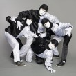 Portrait team of young break dancers — Stock Photo #5776549