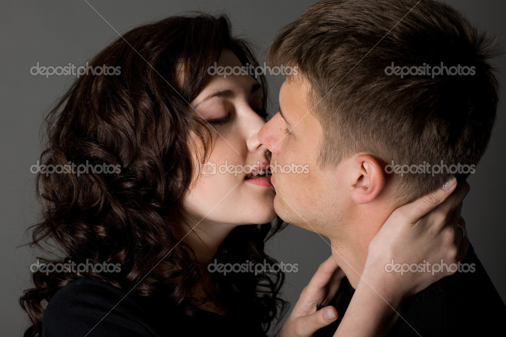 Girl and boy kissing games online