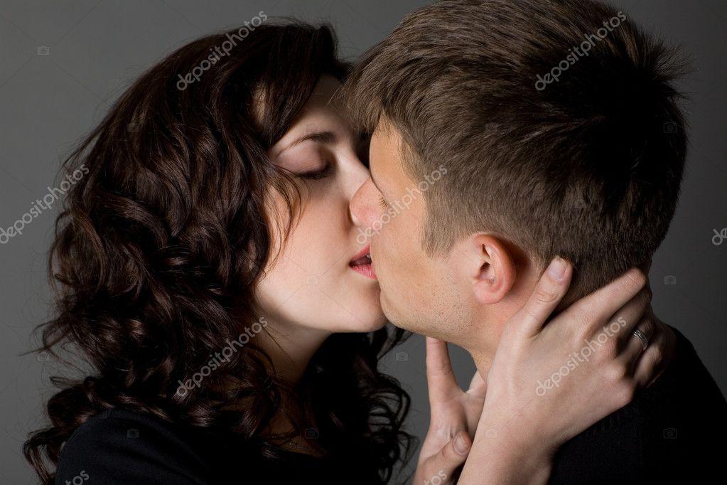 guy and girl cuddling
