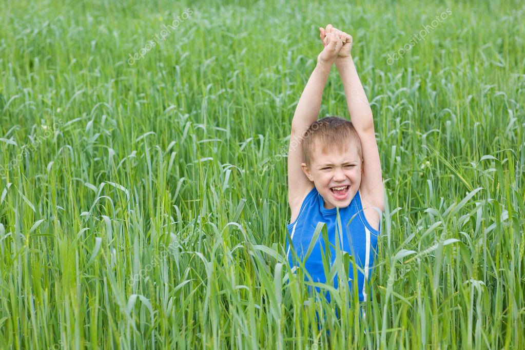 Little boy screaming in the grass. — Stock Photo #5970468