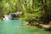 Vattenfall i erawan national park — Stockfoto