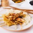 Grilled chicken meat and baby corn on skewer — Стоковая фотография