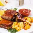 Barbecued ribs with baked potato — Stock Photo