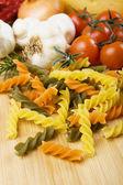 Ruwe italiaanse tricolore pasta — Stockfoto