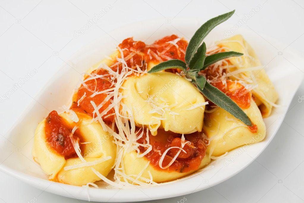 Tortellini pasta with tomato sauce and parmesan cheese — Stock Photo ...