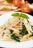 Makaroner pasta med silverbeet — Stockfoto