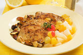 Pork loin chops with tropical fruit — Stock Photo
