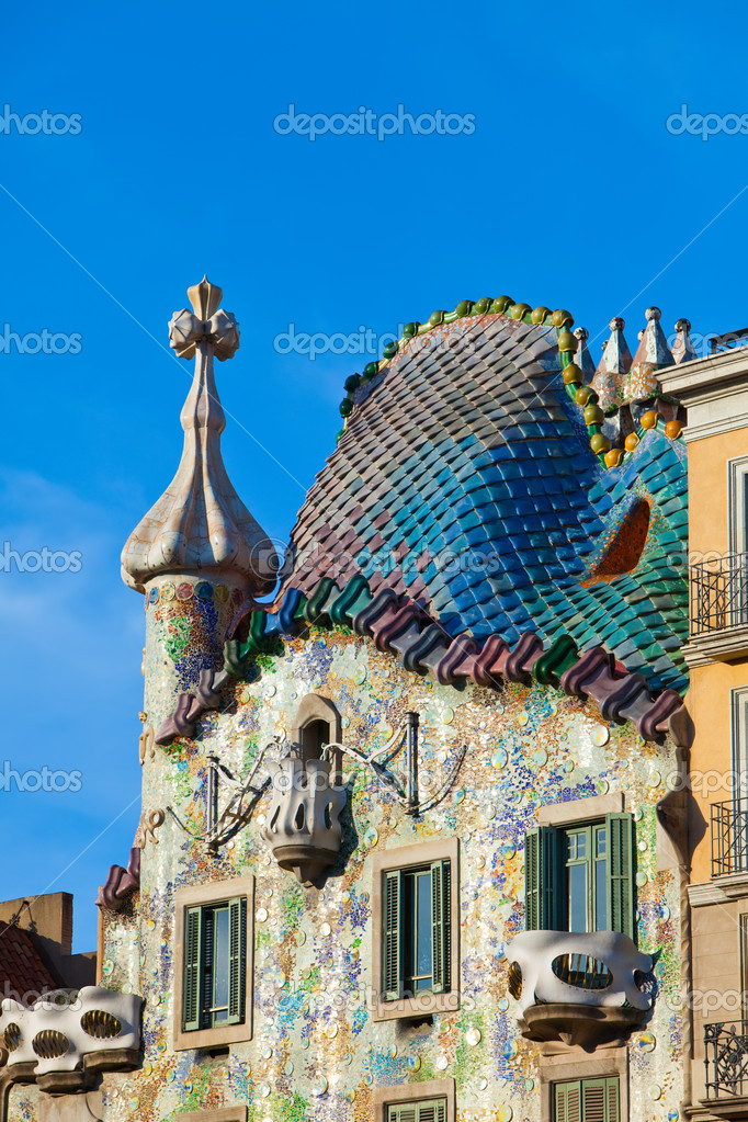 Casa Batllo  a famous tourist destination restored by catalan architect Antoni Gaudi. Facade is decorated with mosaic tiles — Stock Photo #5561802