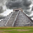 Kukulkan Pyramid in Chichen Itza on the Yucatan — Stock Photo #5671118