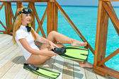 Young pretty woman with flippers, mask and tube at ocean.Maldives. — Stockfoto