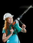 重い建物パンチャーと保護用のヘルメットの女性 — ストック写真
