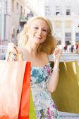 Ragazza dello shopping di felicità — Foto Stock