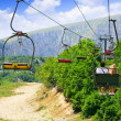 Couple enjoys the ride a chairlifts — Stock Photo