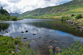 Lake in Snowdonia with views to Snowdon — Stock Photo
