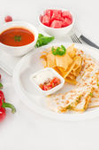 Original Mexican quesadilla de pollo — Stock Photo
