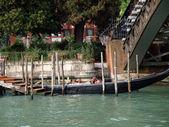 Benátky - gondola na most academia — Stock fotografie