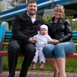 Mom, dad, baby, bench — Stock Photo #5708610
