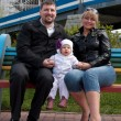 Mom, dad, baby, bench — Foto de Stock