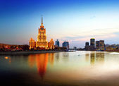 Night Moscow. Moscow River. Hotel Ukraine. — Stock Photo