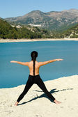 Lakeside yoga — Stockfoto