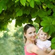 Woman and child hugging — Stockfoto