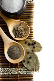 Salt, pepper, cumin and bay leaf — 图库照片