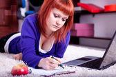Compiti di scrittura degli studenti — Foto Stock