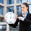 Businesswoman showing that running out of time — Stockfoto