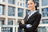 Young businesswoman is standing outdoors — Stock Photo