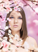 Woman and spring — Stockfoto