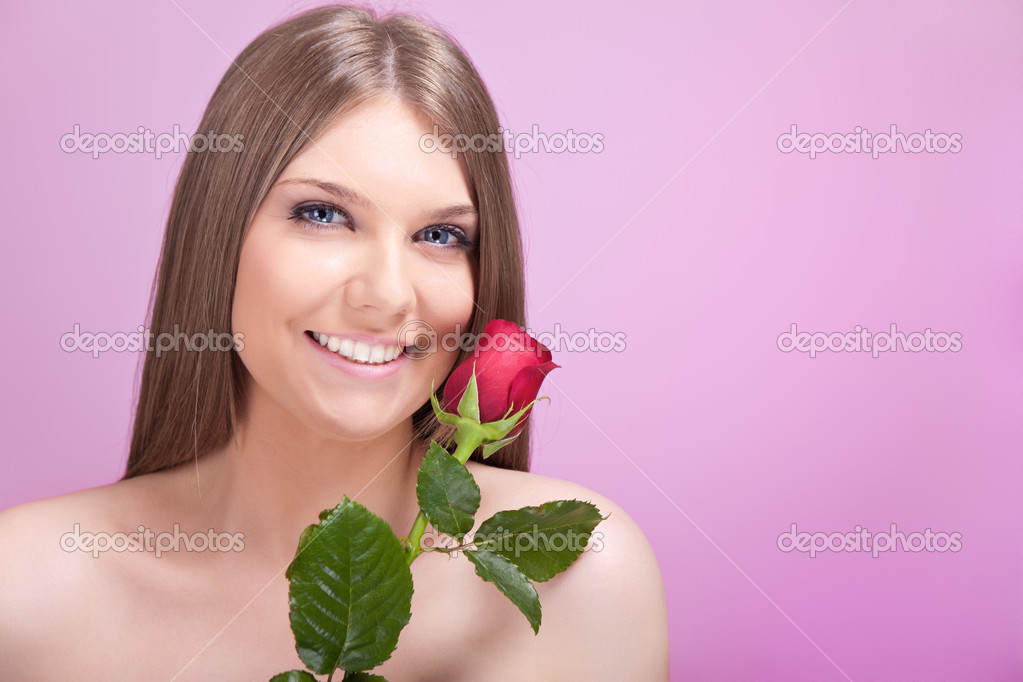 beautiful smiling girl with red rose — Stock Photo #6321132